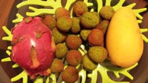 Mon plateau de fruits : fruit du dragon, litchis et mangue !