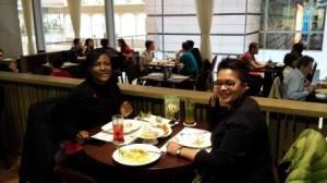 Christiane, collègue en déplacement à Shanghai qui avait passé 8 mois ici m'a fait découvrir  les soirées shanghaiennes: resto puis pubs...Il y a de l'ambiance